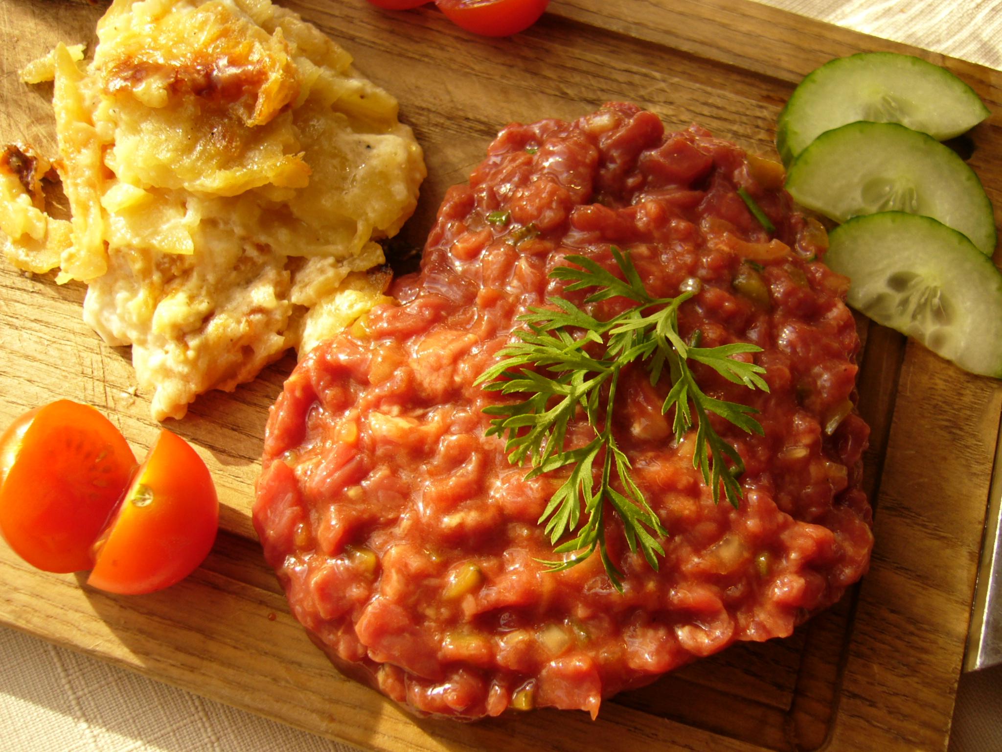 Tartare de boeuf food pinterest food - Tartare de boeuf cyril lignac ...